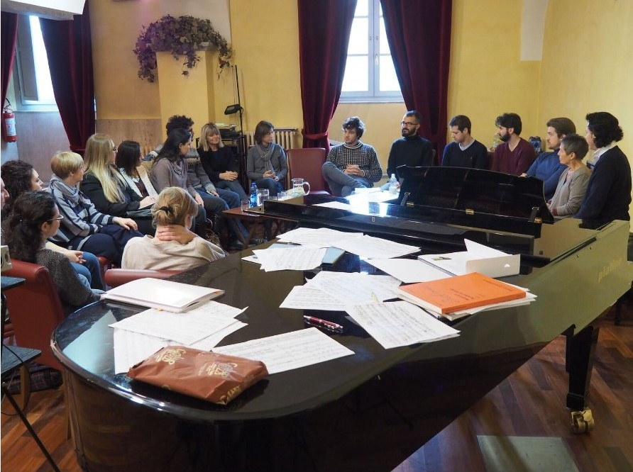 Maria João Pires and her assistents with all students