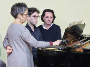 Maria João Pires and Giuseppe Ravì with a student